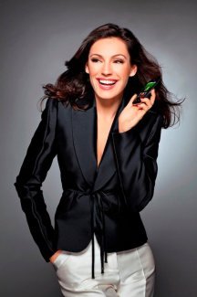 Le top model Kelly Brook fait la promotion du LG Optimus One