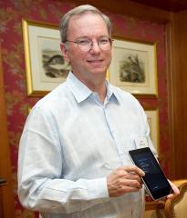 Selon Erich Schmidt, Google a toujours voulu faire du hardware