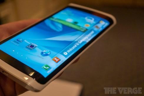 Au CES, Samsung présentait un prototype de smartphone doté d'un écran flexible
