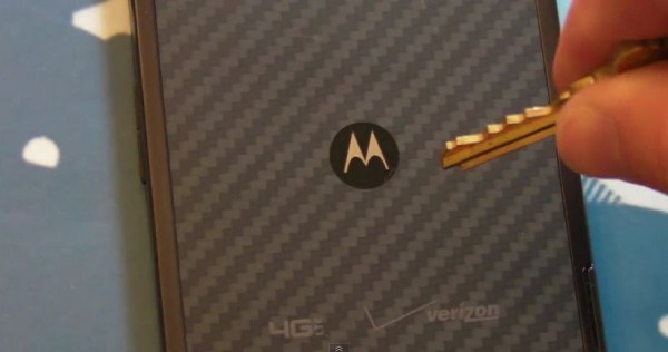 Motorola préparerait des RAZR Ultra