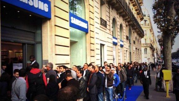 Galaxy Note 3 : une file d'attente de 50 mètres pour le lancement