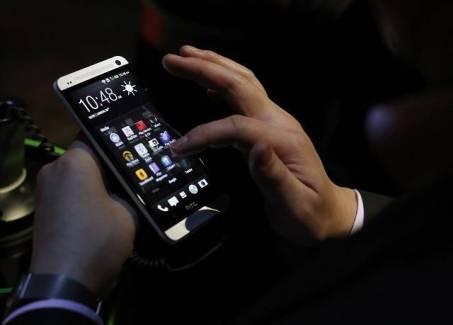 HTC One : SFR confirme aussi du KitKat pour début février !