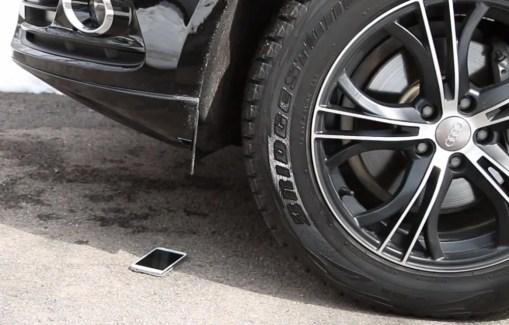 Galaxy S5 vs. Galaxy S4 : lequel résistera au SUV ?