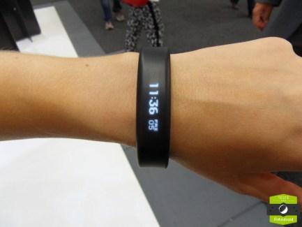 Prise en main du Vívosmart, le bracelet connecté de Garmin pour le sport et les notifications
