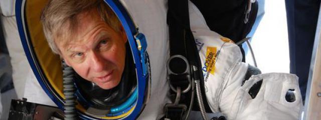 Alan Eustace, vice-président de Google, bat le record de la plus longue chute libre