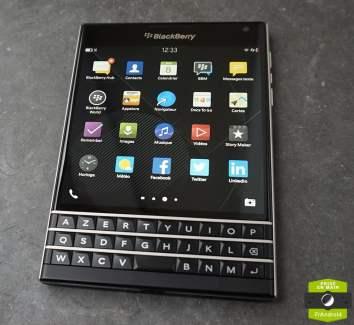Prise en main du Blackberry PassPort, le smartphone carré
