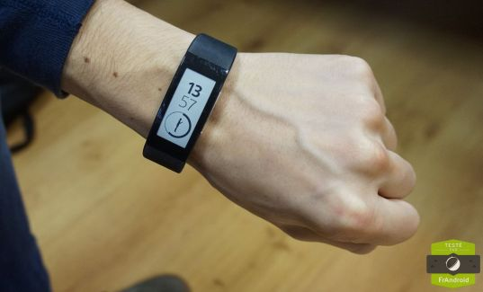 Test du Sony SmartBand Talk (SWR30) : mi-tracker d'activité, mi-smartwatch
