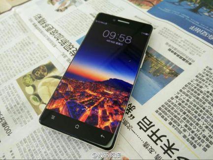 Des nouvelles photos de l'Oppo R7 et son écran sans bordure