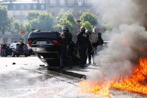 Edito : Pourquoi les taxis ont-ils choisi la violence face à Uber ?