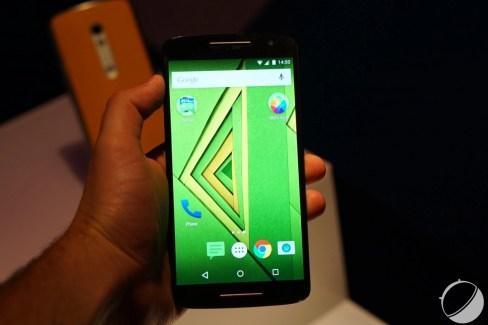 Prise en main du Motorola Moto X Play, un «vrai» milieu de gamme