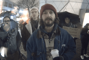 Chassé de New York, Shia LaBeouf réinstalle son live-stream anti-Trump au Nouveau-Mexique
