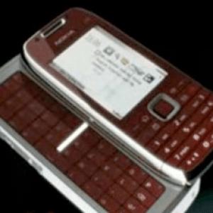 Nokia et ses deux nouveaux smartphones, le E72 et le E75