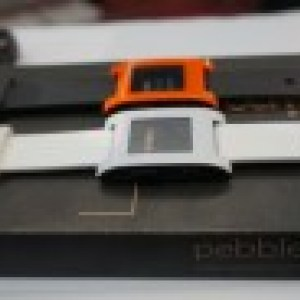 Prise en main de la montre Pebble Watch compatible Android et iOS