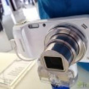Prise en main du Samsung Galaxy S4 Zoom, un «vrai photophone»