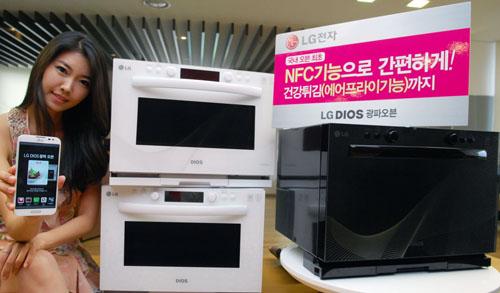 Panique en cuisine ? LG présente son four NFC