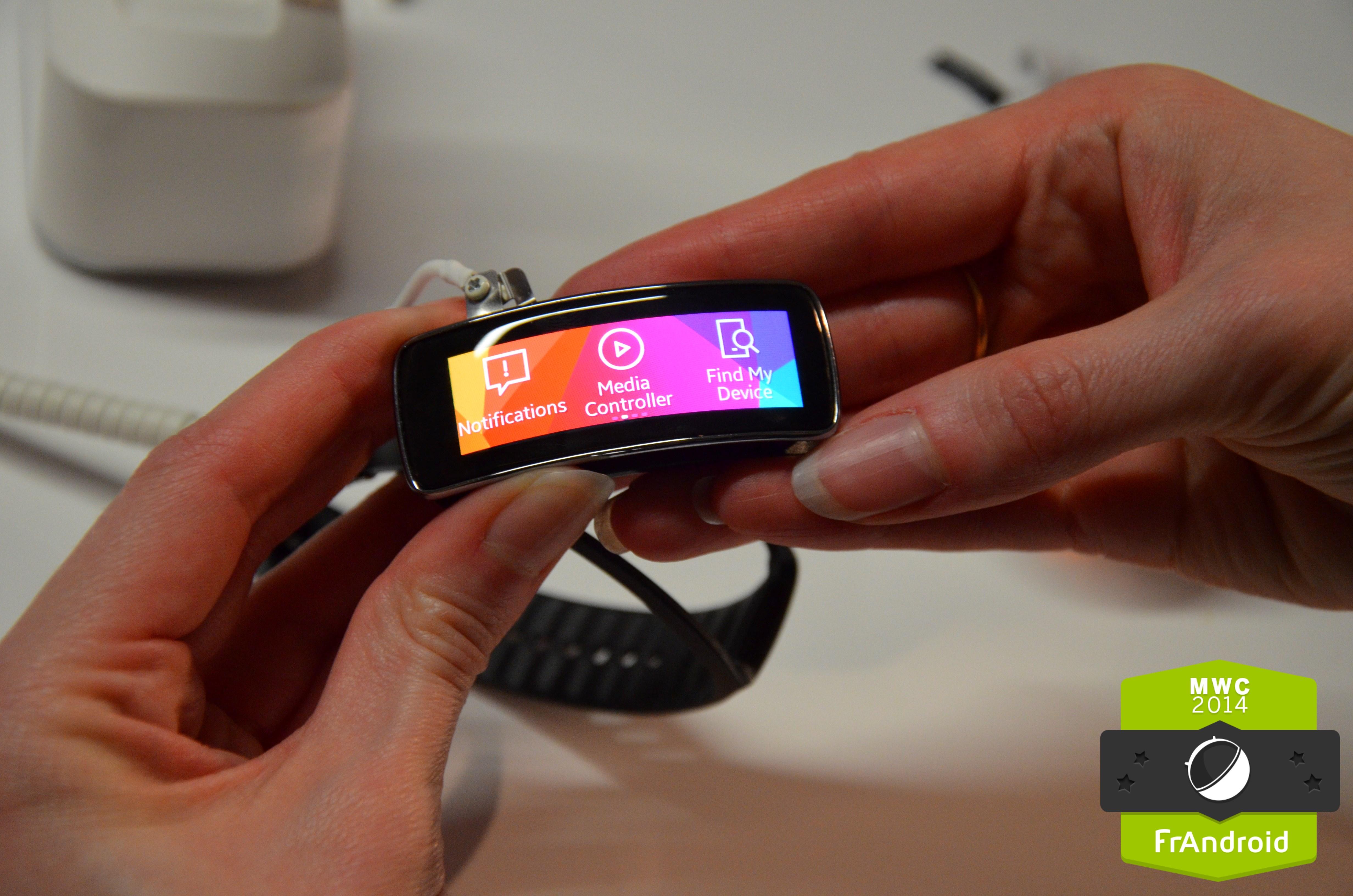 Prise en main de la Samsung Gear Fit, croisement entre une montre intelligente et un suivi d'activité