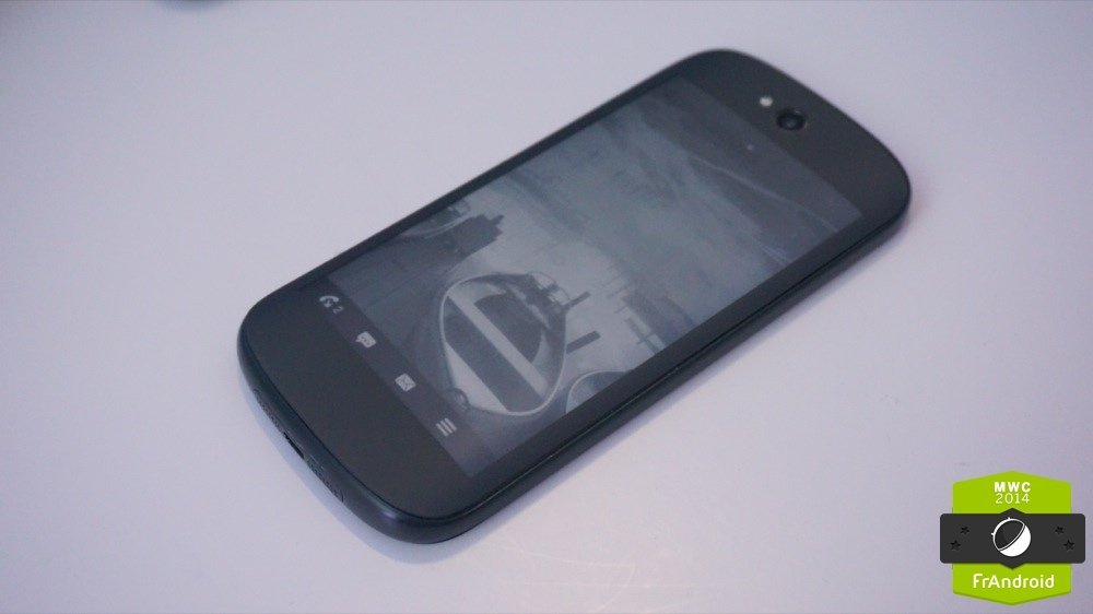 Prise en main du YotaPhone de 2e génération : quand l'écran e-Ink devient tactile