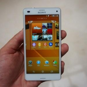 Prise en main du Sony Xperia Z3 Compact, il a tout d'un grand