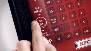 KFC invente le plateau-clavier Bluetooth pour éviter de recouvrir de gras votre smartphone