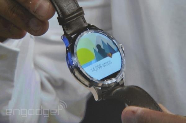Intel et Fossil dévoilent une montre sous Android Wear, avec une bande noire