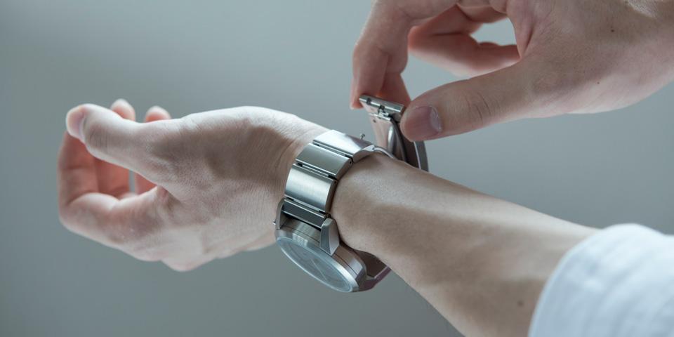 Sony mise sur Wena, une montre connectée sans écran digital