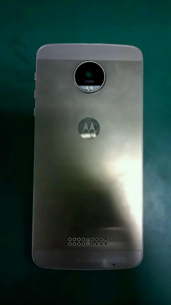 Motorola Moto X 2016 : une première photo apparait déjà