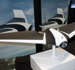 Parrot dévoile au CES le drone Disco, une aile volante et surprenante