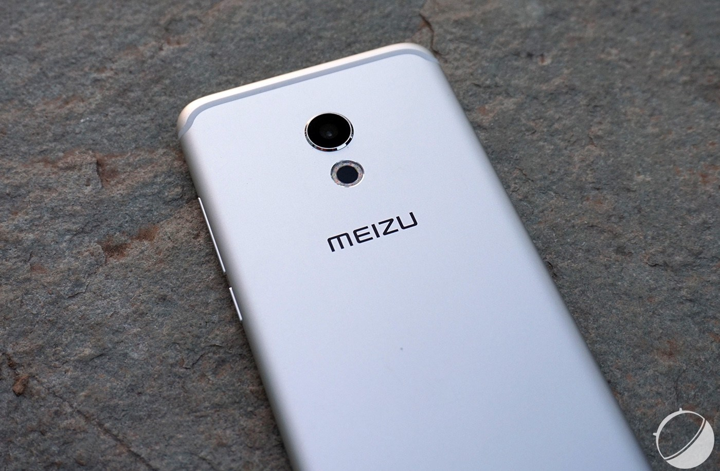 Tech'spresso : Le futur de Facebook, le Meizu Pro 6 officiel et du concret autour de l'USB Type-C