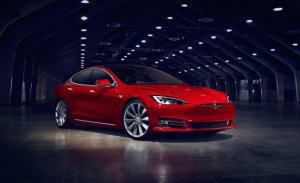 La nouvelle Tesla Model S 100D offre une autonomie record de 632 kilomètres