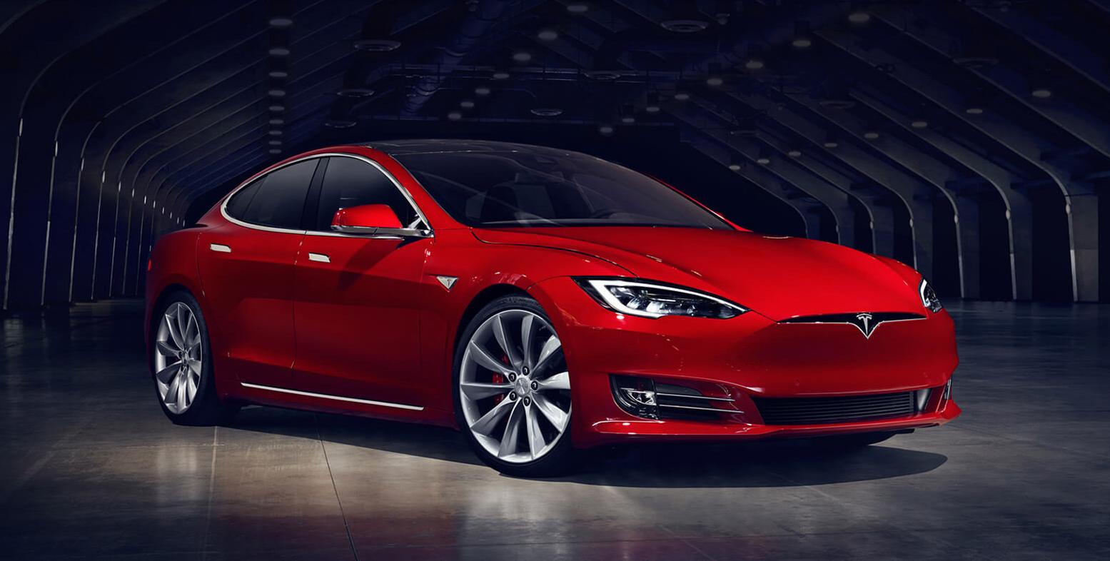 Tesla Model S : un root permet de lire des vidéos sur son écran principal