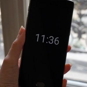 Android 9.0 Pie peut afficher un fond d'écran sur l'Always on Display