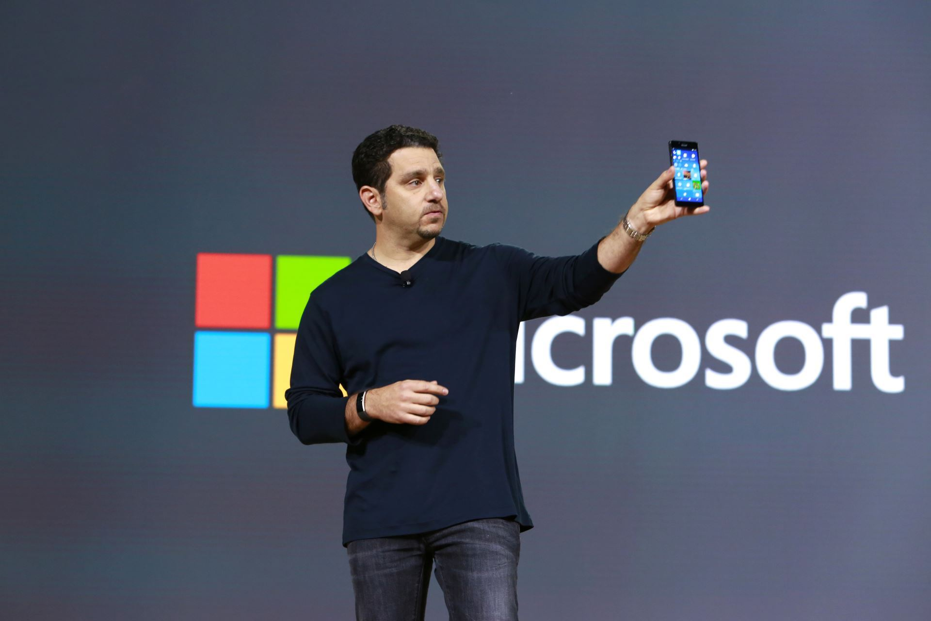 Microsoft vient-il d'annoncer son retrait du marché des smartphones ?