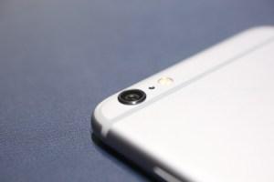 Pourquoi l'objectif de l'iPhone se raye t-il si vite malgré la présence de cristal de saphir ?