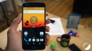 Test du Lenovo Moto Z Play : Autonome et modulable mais inconfortable