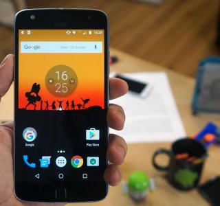 Test du Lenovo Moto Z Play : Autonome et modulable mais inconfortable