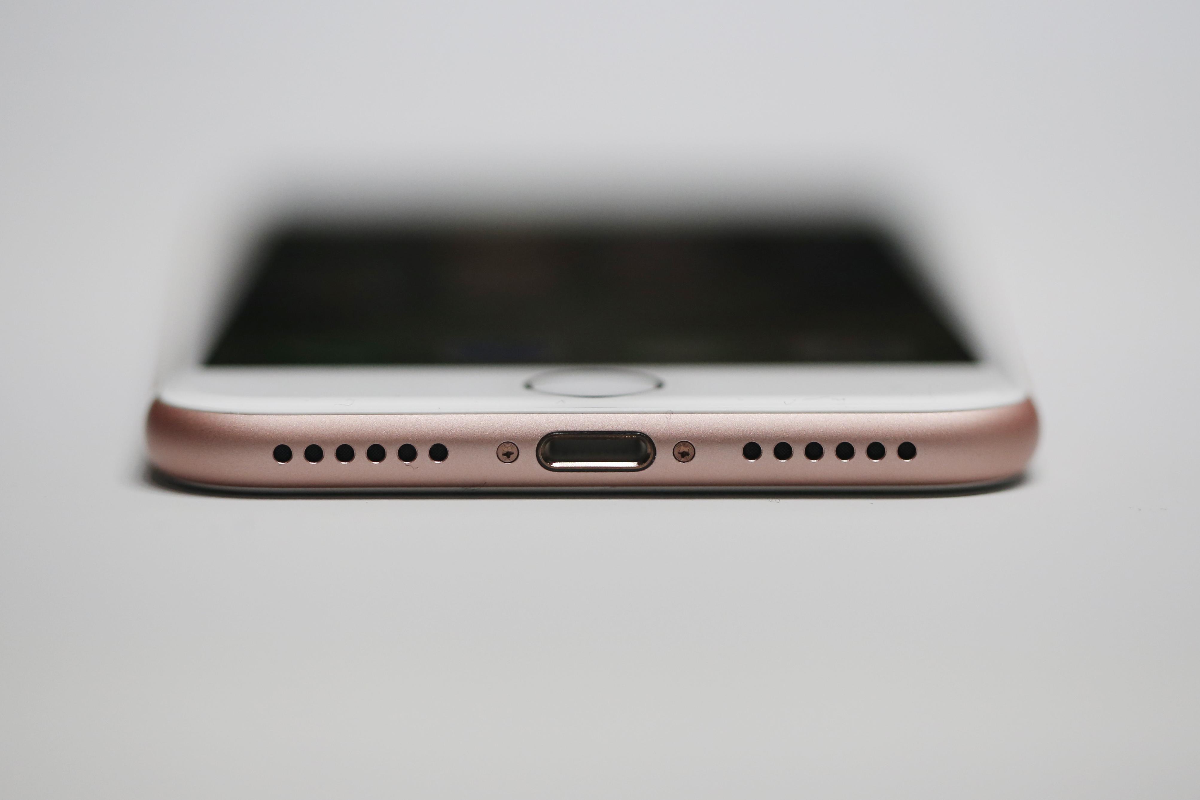 Galaxy S8 : le sens de l'histoire, ce n'est pas le Lightning mais l'USB-C