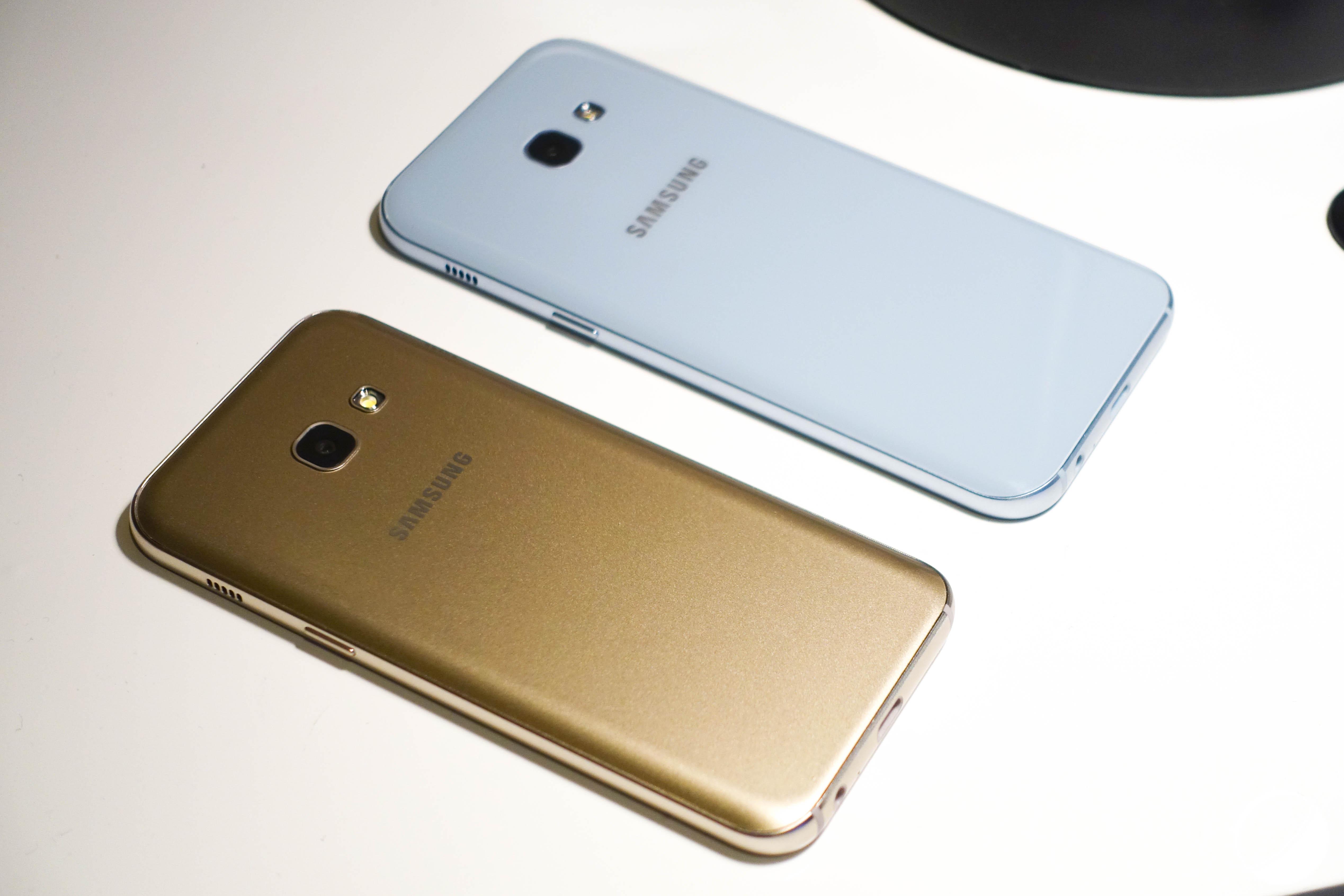Prise en main des Samsung Galaxy A3 et A5 (2017), la montée en gamme tranquille