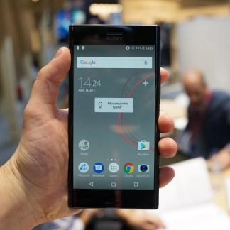 Prise en main du Sony Xperia XZ Premium, un premier avis sur la 4K HDR et le capteur slow-motion