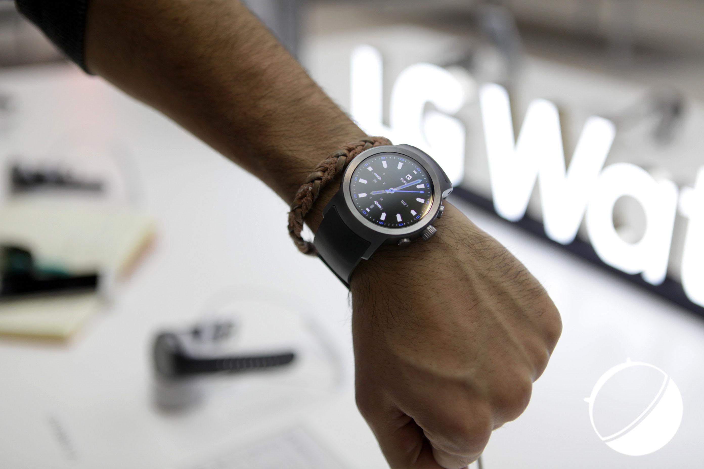 Prise main de la LG Watch Sport : l'efficacité avant tout