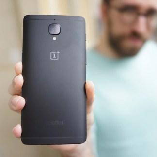 OnePlus 3T en série limitée « coloris noir » : nos photos de la bête