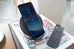 Galaxy S8 : on a testé le chargeur sans fil qui vous fait oublier la recharge