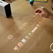Test du Sony Xperia Touch : que vaut le gadget qui transforme une surface en tablette tactile ?