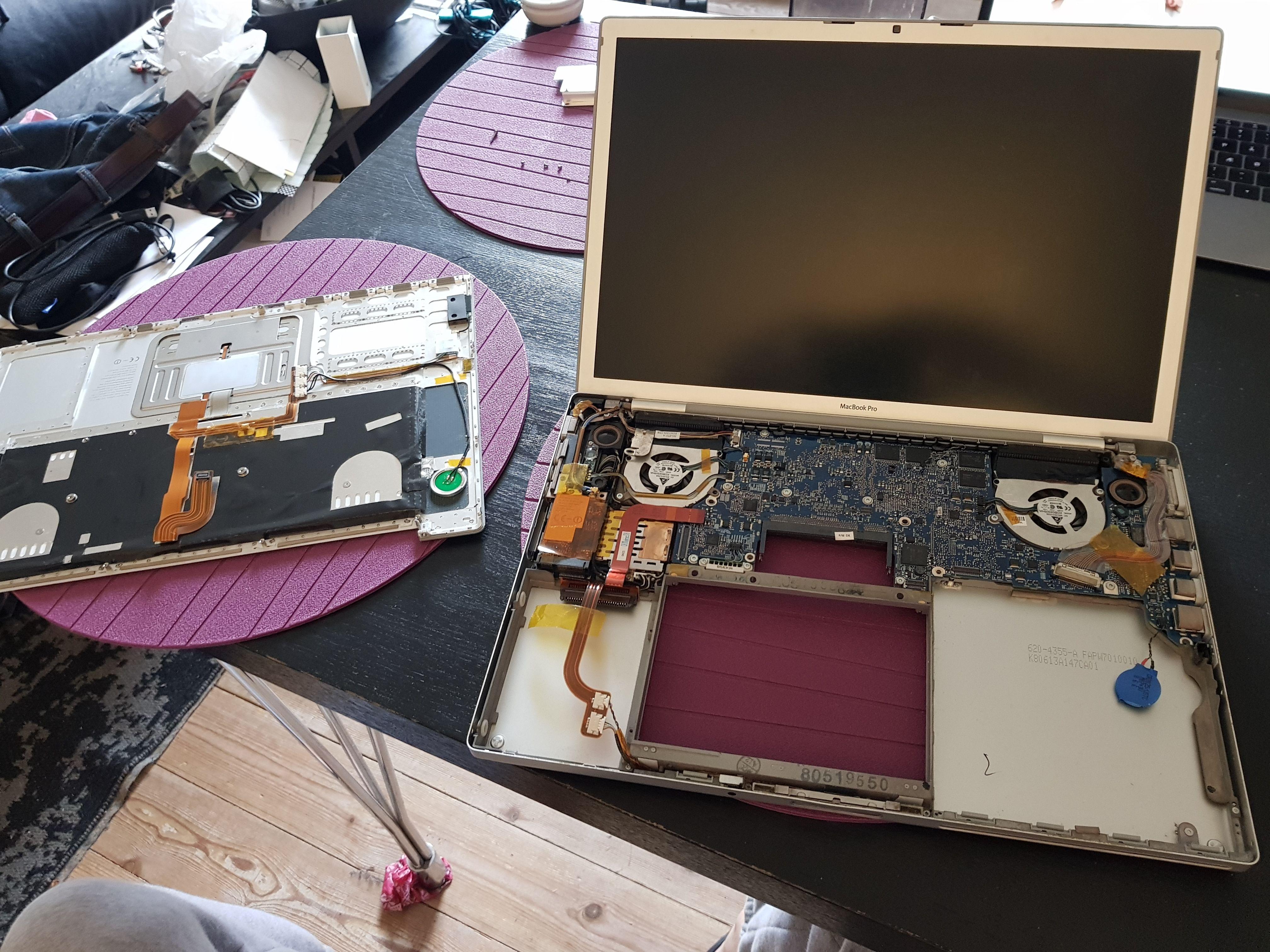 Il transforme son vieux MacBook de 2008 en Samsung DeX