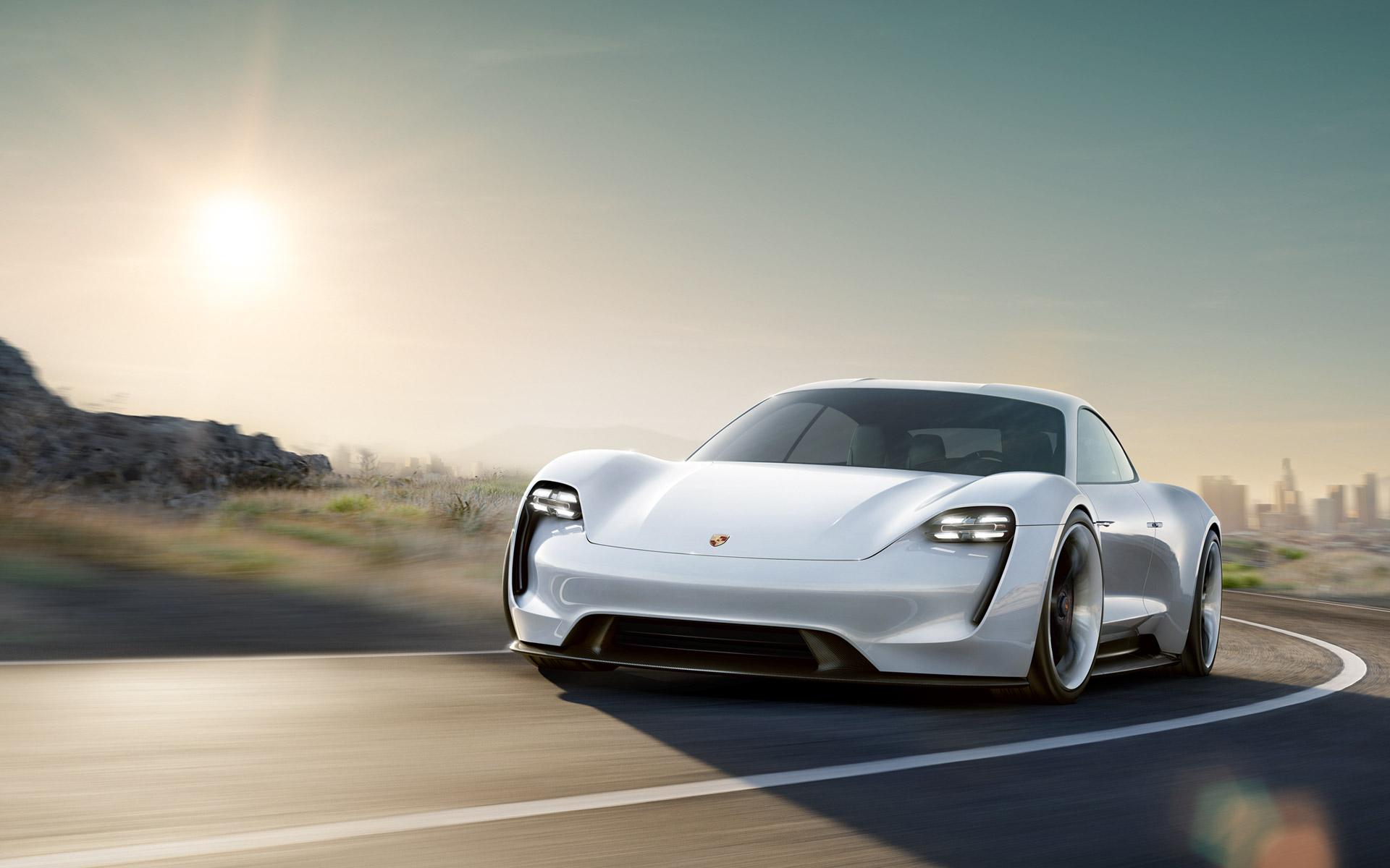 Porsche : la splendide Taycan électrique, concurrente de Tesla, repérée lors d'un test