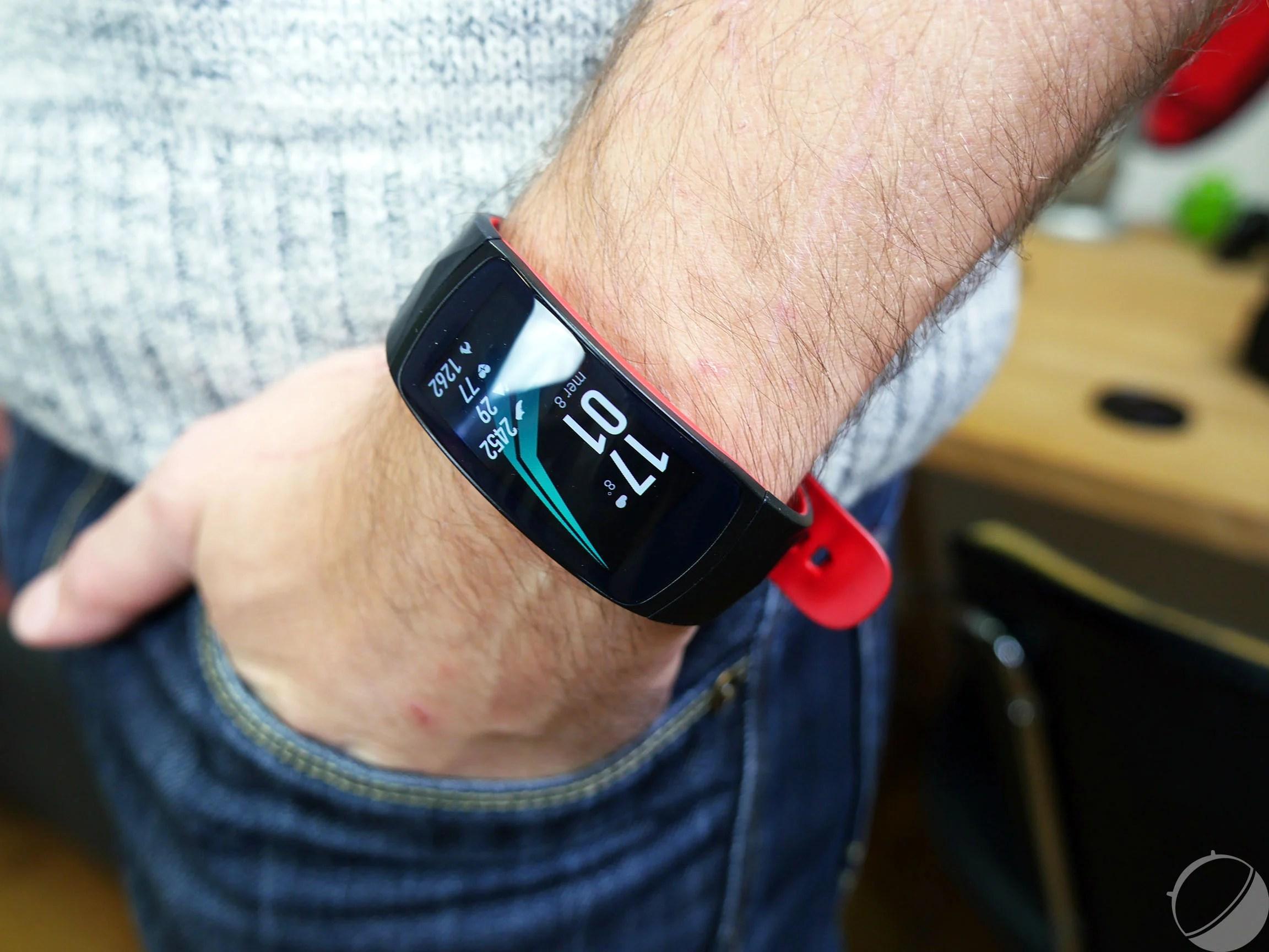 Test du Samsung Gear Fit2 Pro : l'excellent coach sportif qui voulait en faire trop