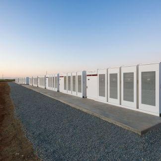 Elon Musk a achevé la construction de la plus grande batterie au monde en un temps record