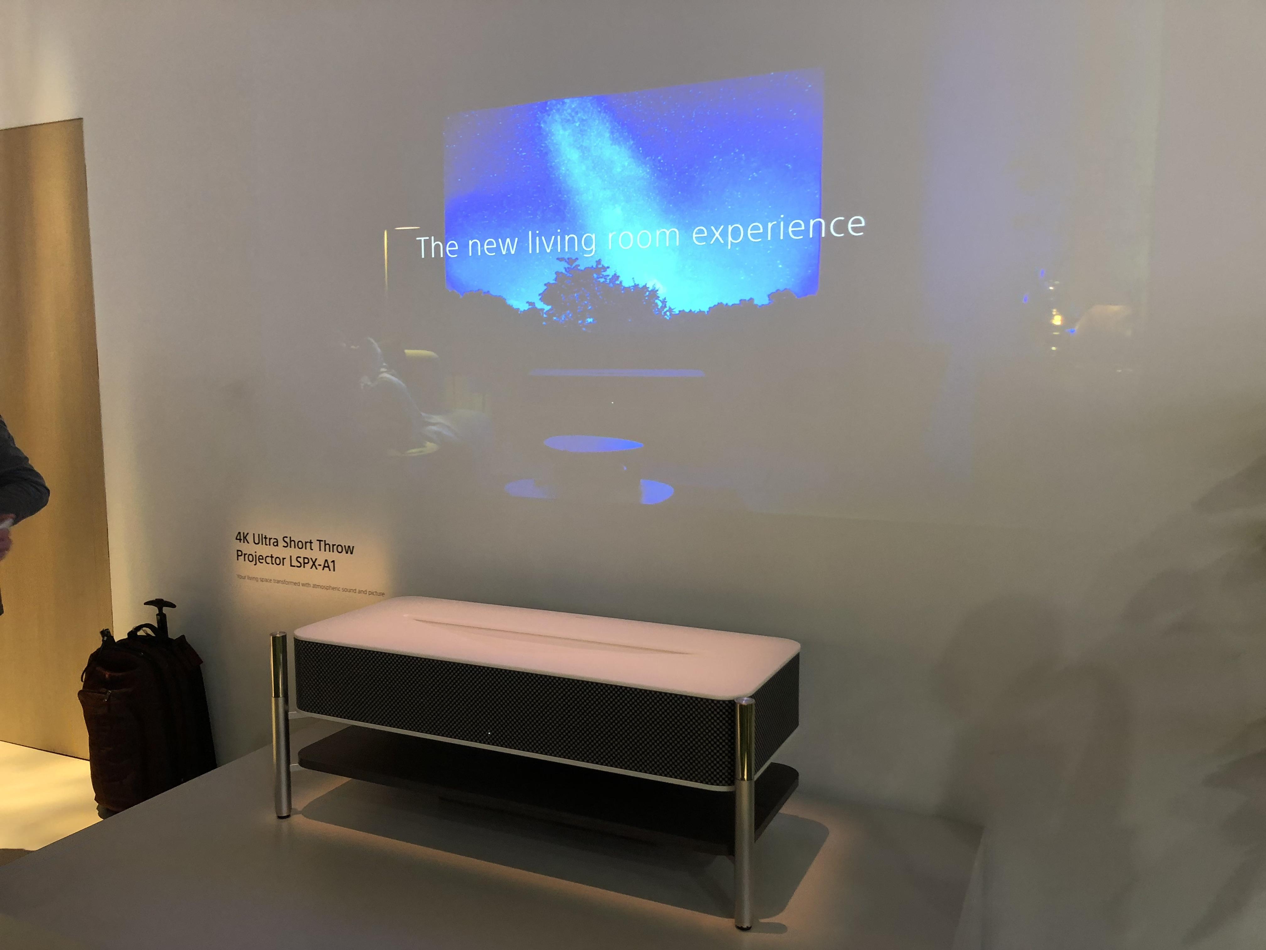Cette table basse est un vidéoprojecteur 4K courte portée conçu par Sony