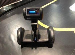 Nous avons essayé Loomo, le mi-robot mi-gyropode par Segway Robotics