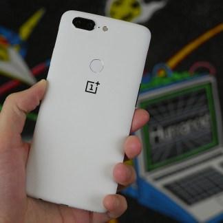 Le OnePlus 5T «Sandstone White» est disponible à 559 euros, retrouvez nos photos