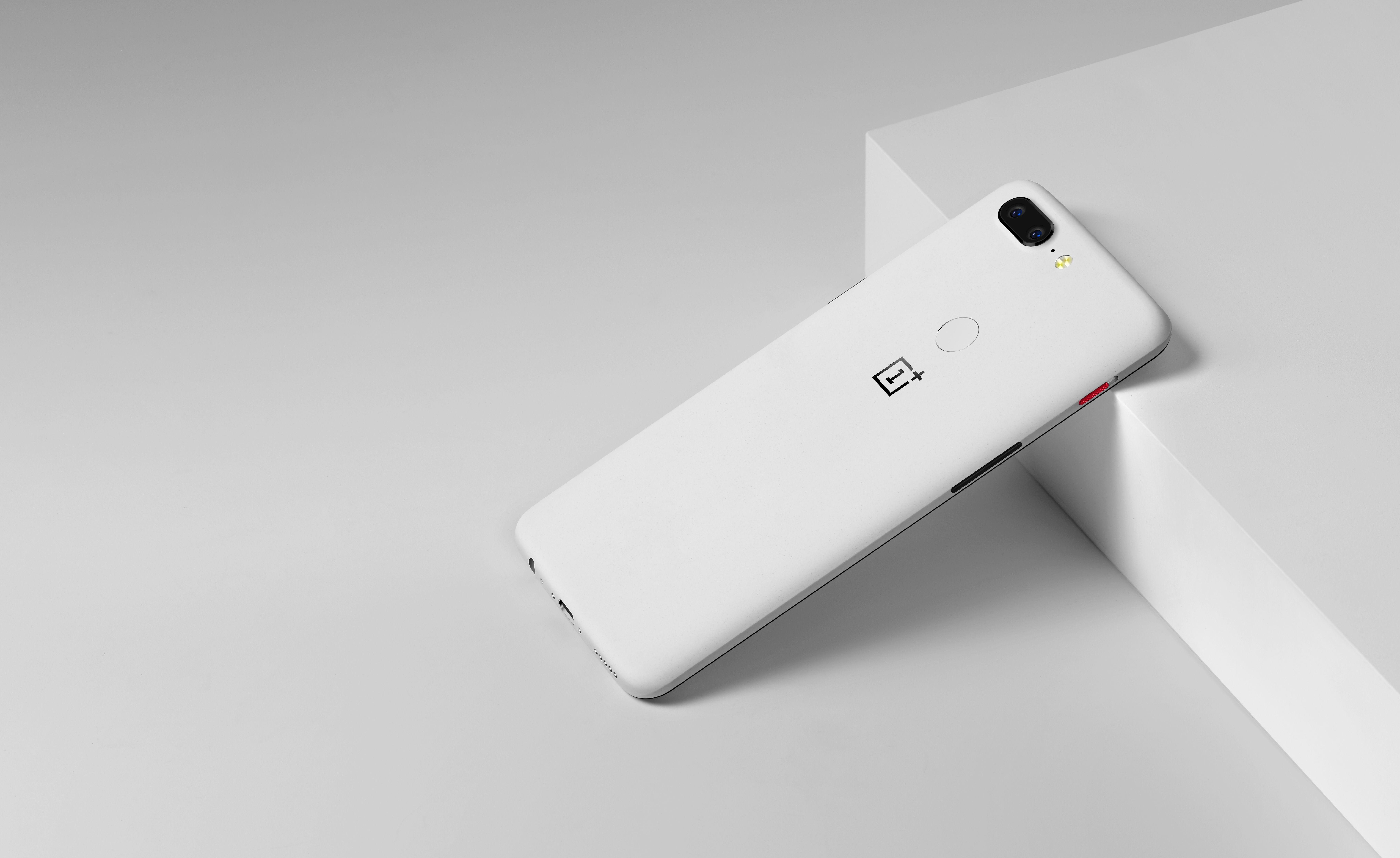 Le OnePlus 5T version «Sandstone White» est disponible pour 483 euros